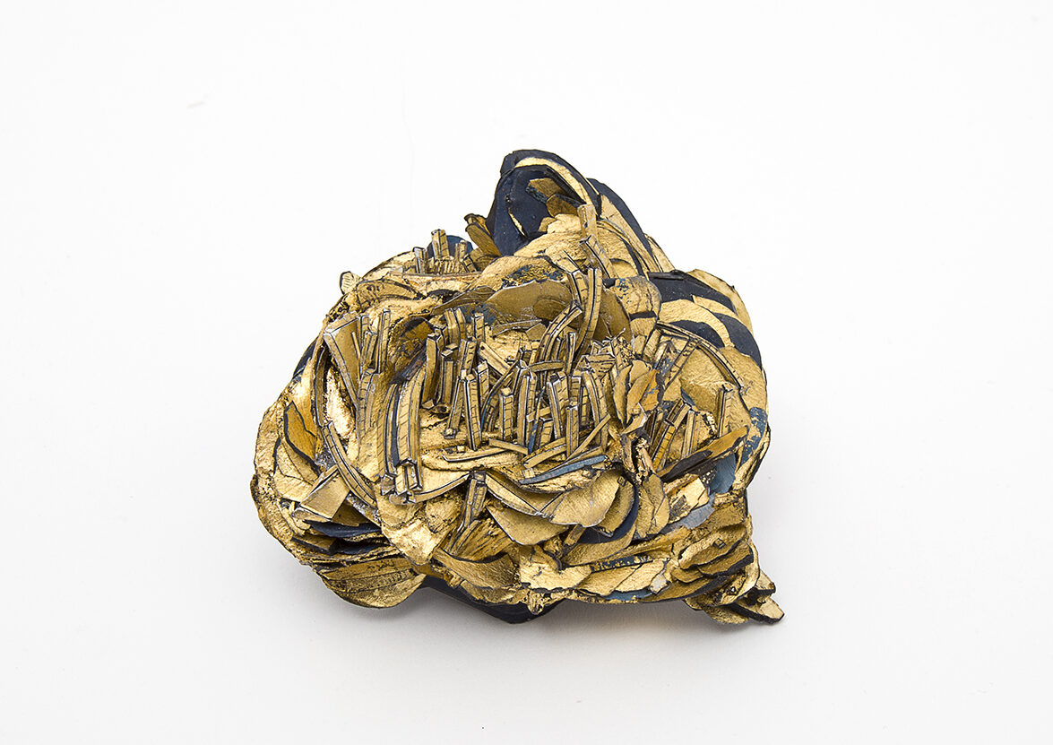 Untitled | Brooch | 2020 | Paper, paint, gold-leaves, silver, stainless-steel | 90x80x45mm